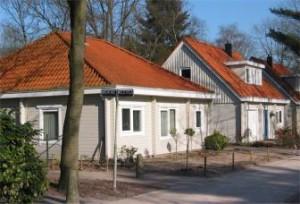 Nieuwe houten 'Finse' bungalows